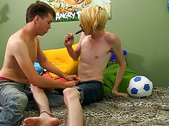 Free pictures of red headed twinks and twinks college studs first time