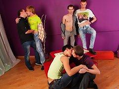 Male seeking masturbation group...