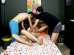 Gay dick blood ass and fat cocks penetrating gay twinks at Boy Crush!