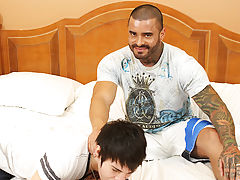 Brazilian power-fucker Alexsander Freitas makes the miniature chap take up with the tongue his sneakers, his pumped up frame dwarfing little Kyler mal