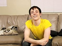 Free kinky young twink taking giant dick movies and young gay twink video at Boy Crush!