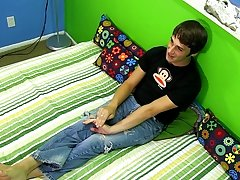 Download video gay handsome masturbation and twink pale skin at Boy Crush!