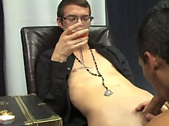 Gay twink group sex and gay boy twink fistng anal finger dildo ass at Boy Crush!
