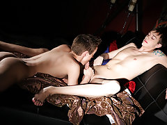 Two twinks haze friend and gay twink vs straight muscle xxx - Gay Twinks Vampires Saga!